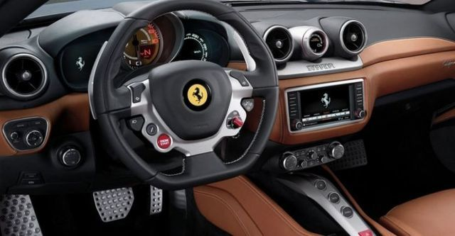 2015 Ferrari California T 3.8 V8  第8張相片