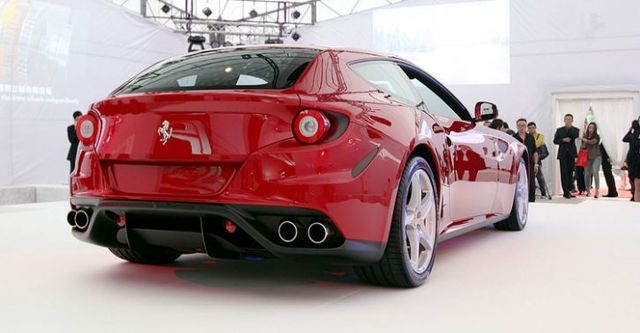 2015 Ferrari FF V12  第3張相片