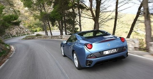 2013 Ferrari California 30 4.3 V8  第7張相片