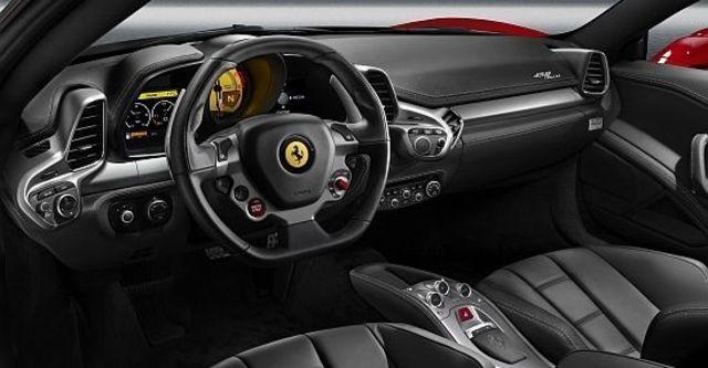 2012 Ferrari 458 Italia Coupe  第10張相片