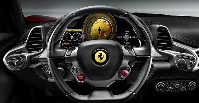 2012 Ferrari 458 Italia Coupe  第11張相片