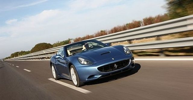 2011 Ferrari California 4.3  第6張相片