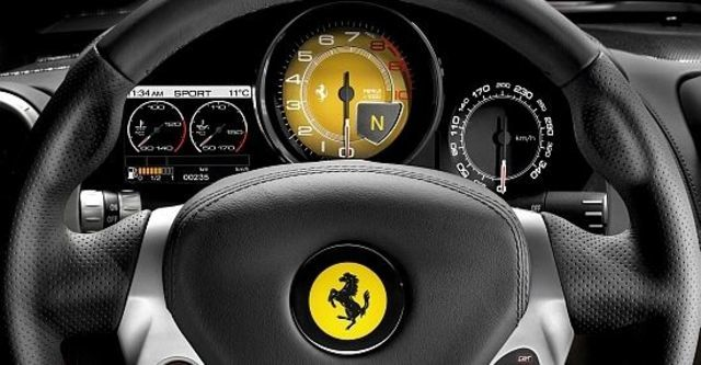 2011 Ferrari California 4.3  第9張相片