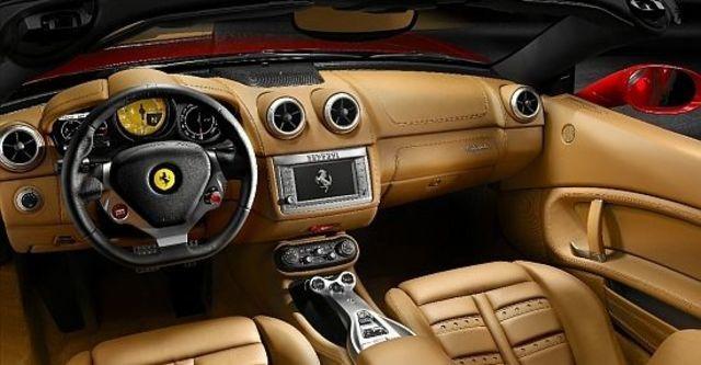 2010 Ferrari California 4.3  第8張相片