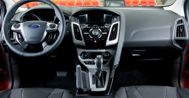 2015 Ford Focus 5D 2.0汽油運動型  第9張相片