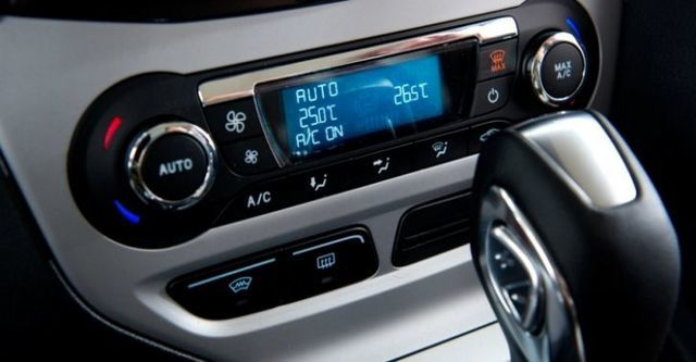 2014 Ford Focus 4D 2.0柴油時尚經典型  第10張相片
