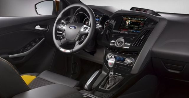 2014 Ford Focus 5D ST  第9張相片