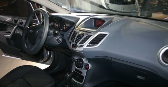 2013 Ford Fiesta 4D 1.6 Powershift時尚版  第8張相片