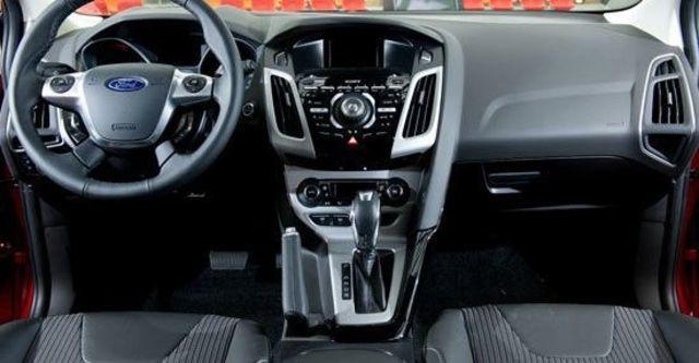 2013 Ford Focus 4D 1.6汽油時尚經典型  第8張相片