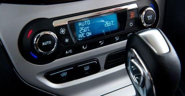 2013 Ford Focus 4D 1.6汽油時尚經典型  第11張相片