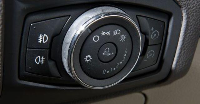 2013 Ford Focus 4D 1.6汽油舒適型  第8張相片