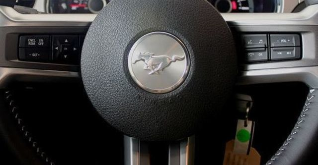 2013 Ford Mustang 3.7 V6  第7張相片