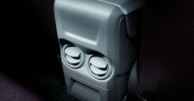 2012 Ford Focus 4D Comfort 1.8經典款  第6張相片