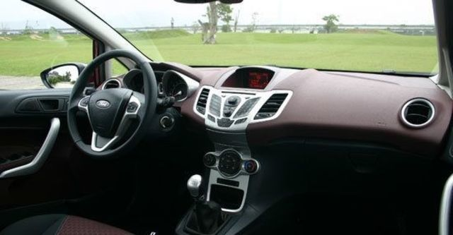 2011 Ford Fiesta 1.6運動版  第10張相片