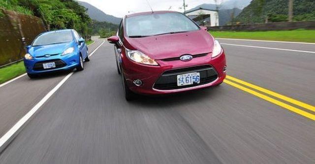 2010 Ford Fiesta 1.4時尚版(鈦銀紫)  第2張相片