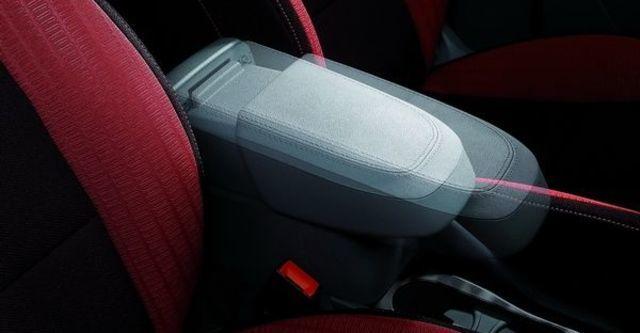 2010 Ford Focus Comfort 1.8四門經典款  第5張相片