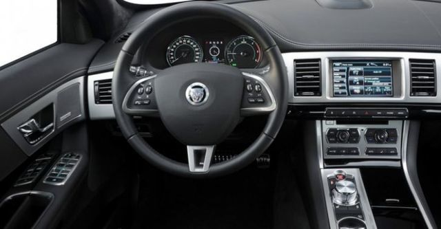 2014 Jaguar XF 2.0i  第7張相片