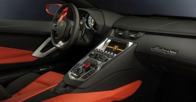 2015 Lamborghini Aventador LP 700-4  第8張相片