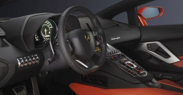 2015 Lamborghini Aventador LP 700-4  第9張相片
