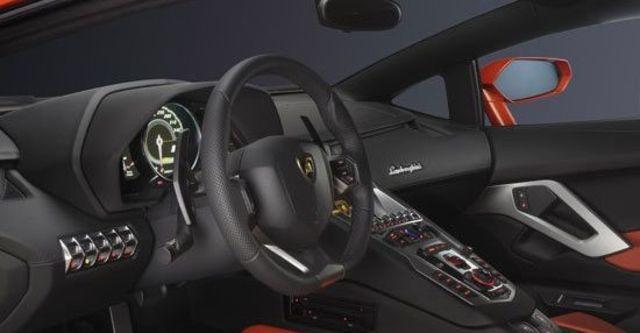 2011 Lamborghini Aventador LP 700-4  第6張相片