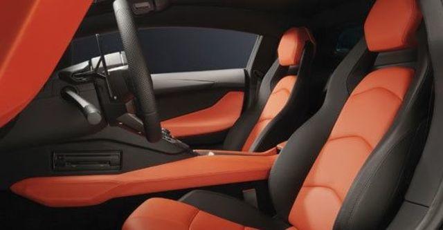 2011 Lamborghini Aventador LP 700-4  第10張相片