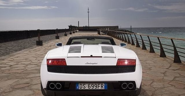 2010 Lamborghini Gallardo LP560-4 Spyder  第8張相片
