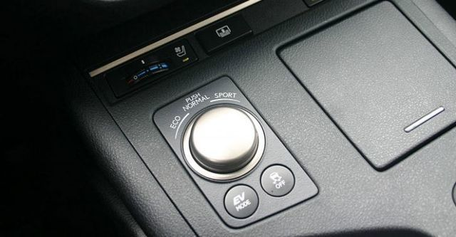 2015 Lexus ES 300h旗艦版  第7張相片