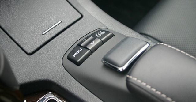 2015 Lexus ES 300h旗艦版  第8張相片
