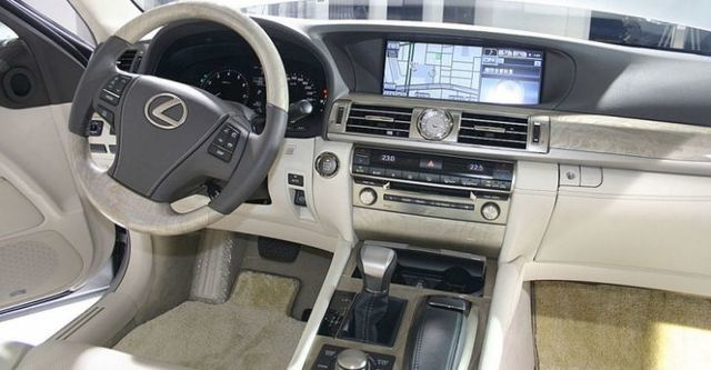2015 Lexus LS 460L首席長軸版  第6張相片