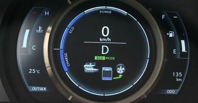 2013 Lexus IS 300h F Sport版  第8張相片
