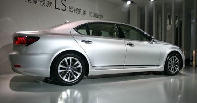 2013 Lexus LS 460標準版  第10張相片
