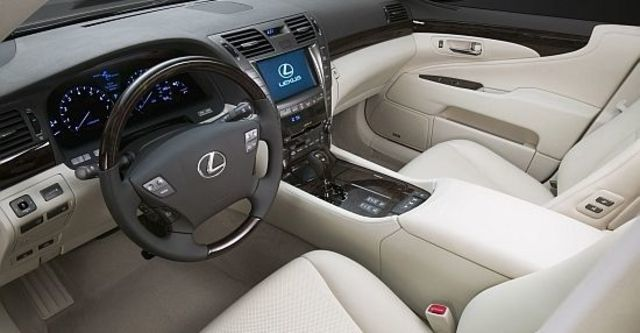 2011 Lexus LS 460  第6張相片