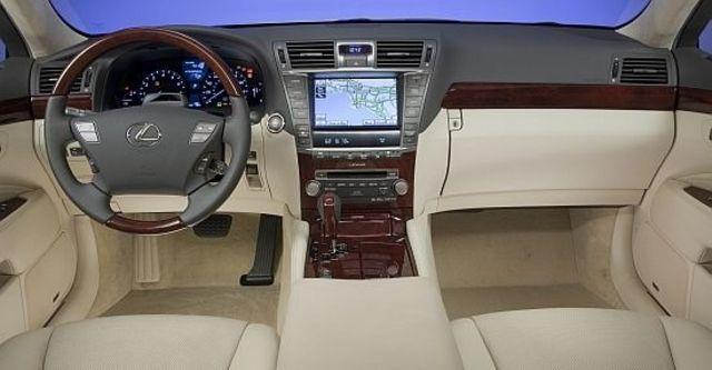 2010 Lexus LS 460L  第6張相片