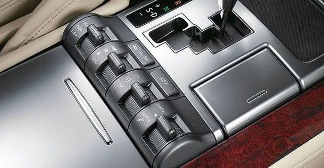 2009 Lexus LX 570  第9張相片