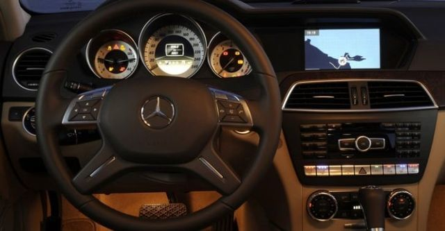 2014 M-Benz C-Class Sedan C220 CDI  BlueEFFICIENCY Classic標準版  第7張相片
