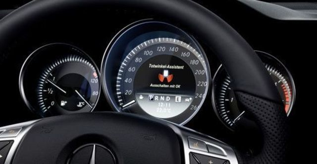 2013 M-Benz C-Class Estate C300 Avantgarde  第9張相片