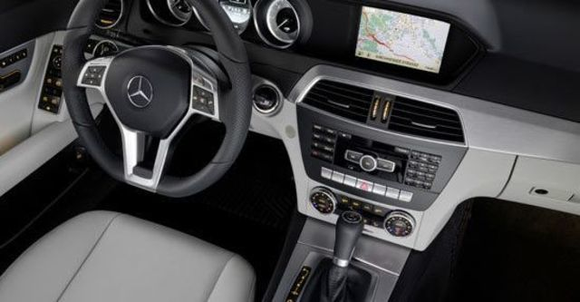2013 M-Benz C-Class Sedan C300 BlueEFFICIENCY Avantgarde  第4張相片