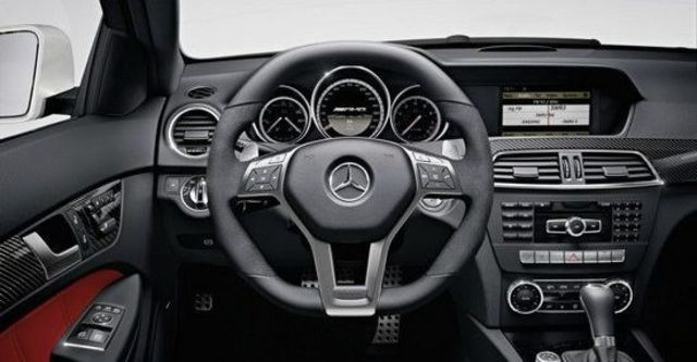 2011 M-Benz C-Class Coupe C63 AMG  第8張相片
