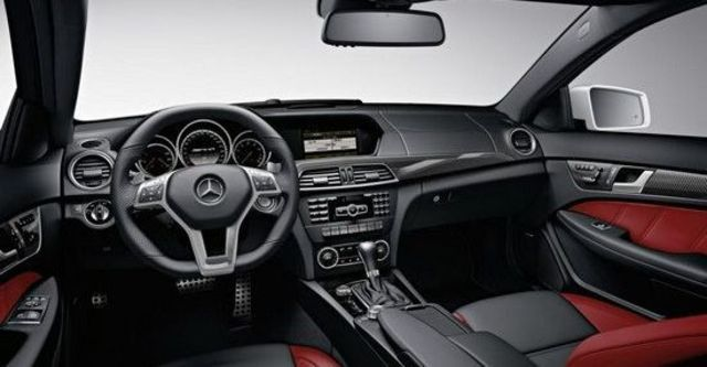 2011 M-Benz C-Class Coupe C63 AMG  第10張相片