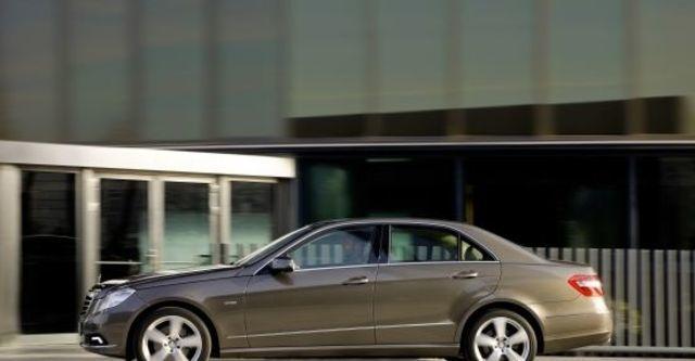 2011 M-Benz E-Class Sedan E300 Elegance  第3張相片
