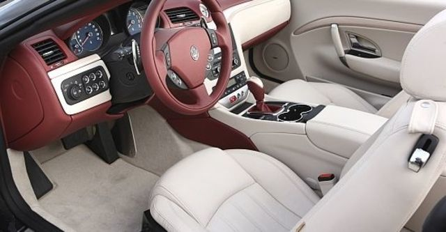 2011 Maserati GranCabrio 4.7  第7張相片