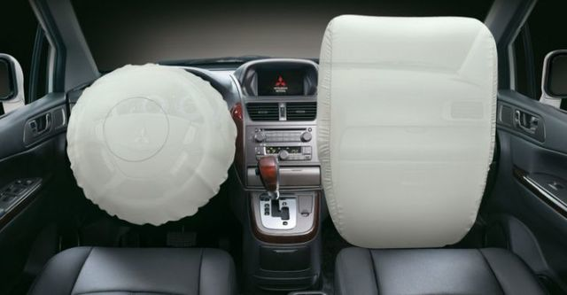 2014 Mitsubishi Savrin 2.4豪華型七人座  第10張相片