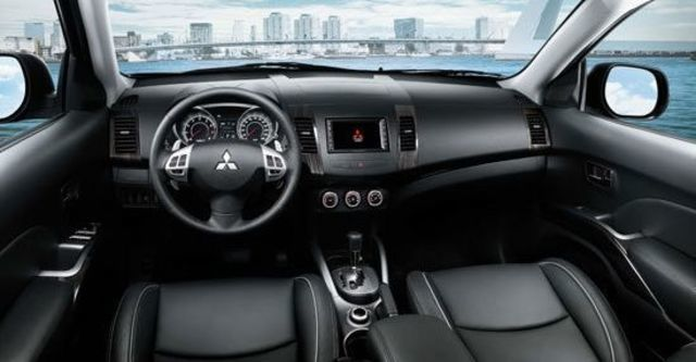 2013 Mitsubishi Outlander 2.4 2WD豪華型  第12張相片