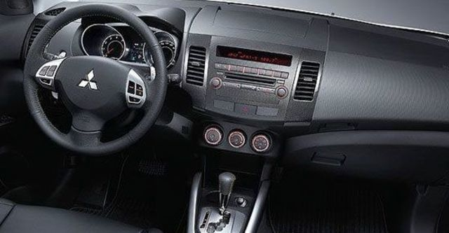 2013 Mitsubishi Outlander iO 4WD  第8張相片