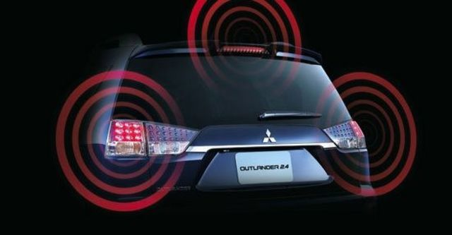 2012 Mitsubishi Outlander 2.4 2WD豪華型  第6張相片