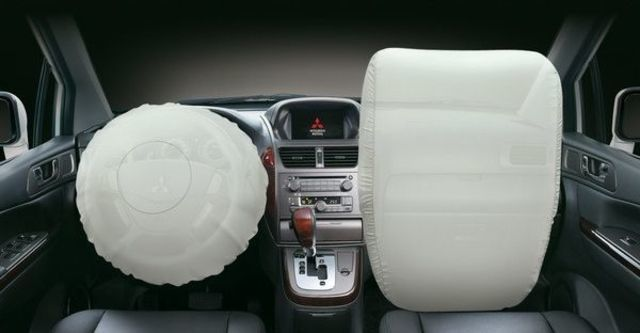 2011 Mitsubishi Savrin 2.4豪華型七人座  第7張相片