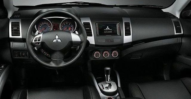 2010 Mitsubishi Outlander 2.4 2WD經典型  第5張相片