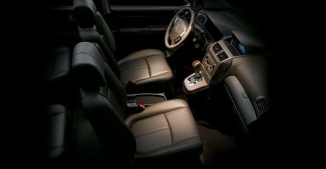 2009 Mitsubishi Savrin 2.4尊貴型 四人座  第8張相片