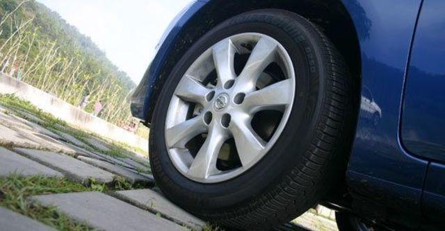 2013 Nissan Tiida 5D 1.6 SL規旗艦版  第5張相片