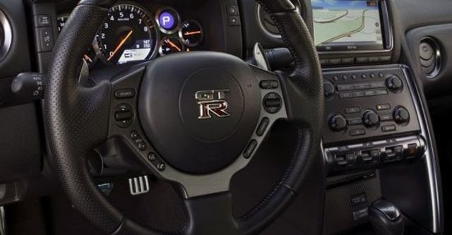 2011 Nissan GT-R Coupe  第12張相片